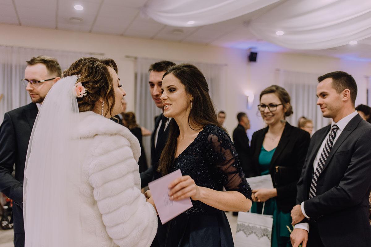Reportaz-slubny-Laskowice-slub-parafia-Niepokalanego-Serca-NMP-Hotel-Vistula-Swiecie-Swietliste-fotografujemy-emocje-Kasia-Blazej-074