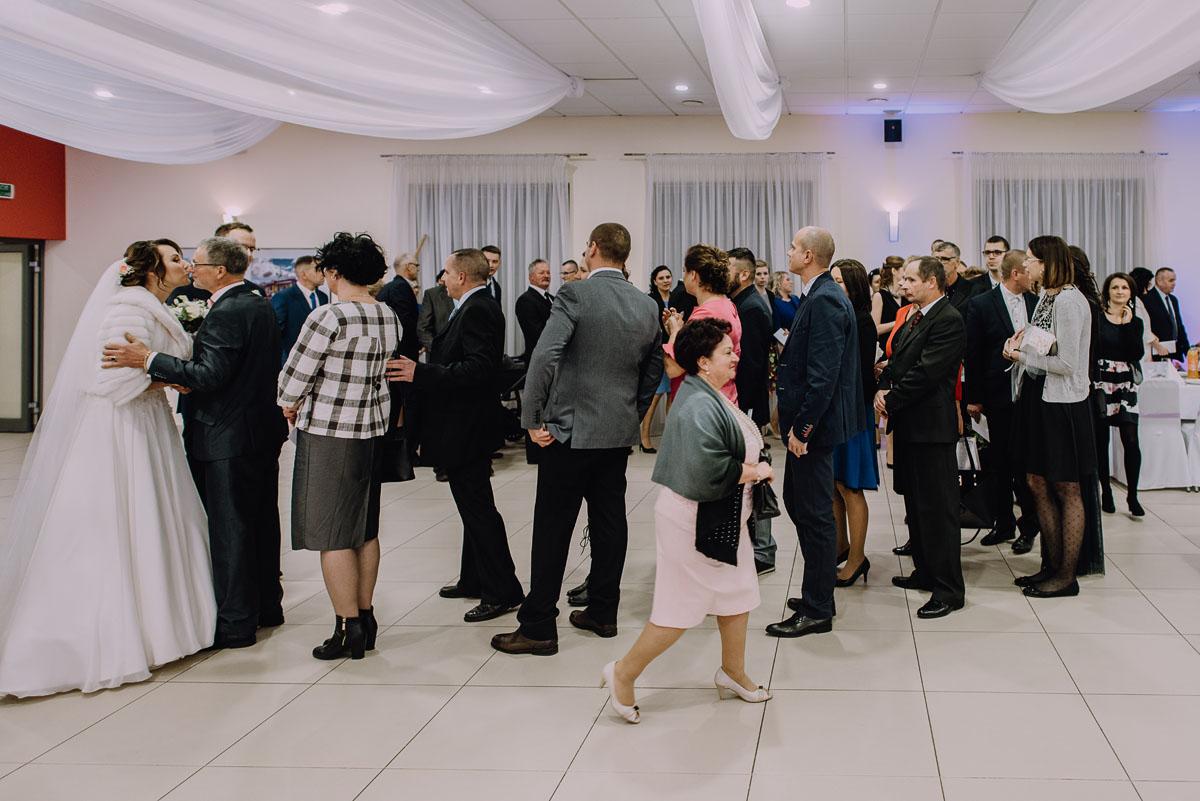 Reportaz-slubny-Laskowice-slub-parafia-Niepokalanego-Serca-NMP-Hotel-Vistula-Swiecie-Swietliste-fotografujemy-emocje-Kasia-Blazej-075