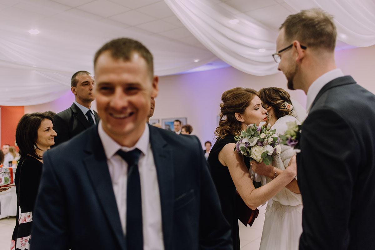 Reportaz-slubny-Laskowice-slub-parafia-Niepokalanego-Serca-NMP-Hotel-Vistula-Swiecie-Swietliste-fotografujemy-emocje-Kasia-Blazej-077