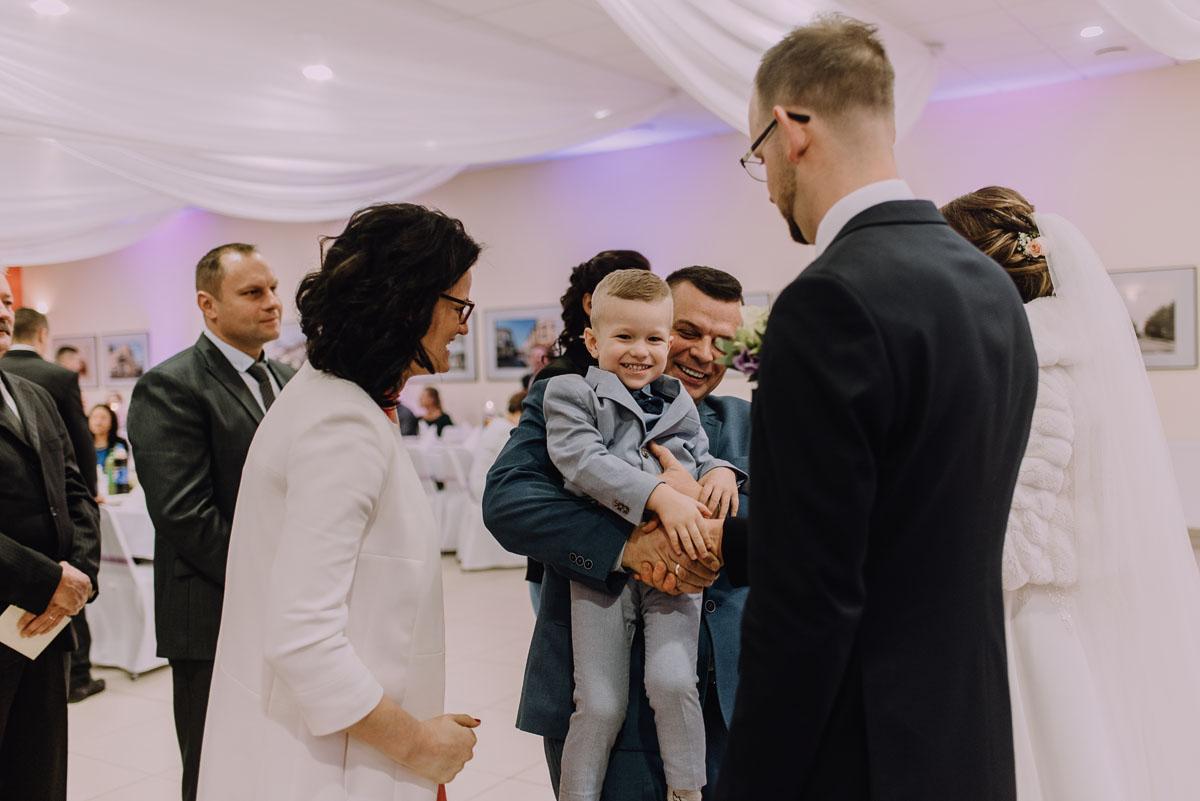 Reportaz-slubny-Laskowice-slub-parafia-Niepokalanego-Serca-NMP-Hotel-Vistula-Swiecie-Swietliste-fotografujemy-emocje-Kasia-Blazej-078