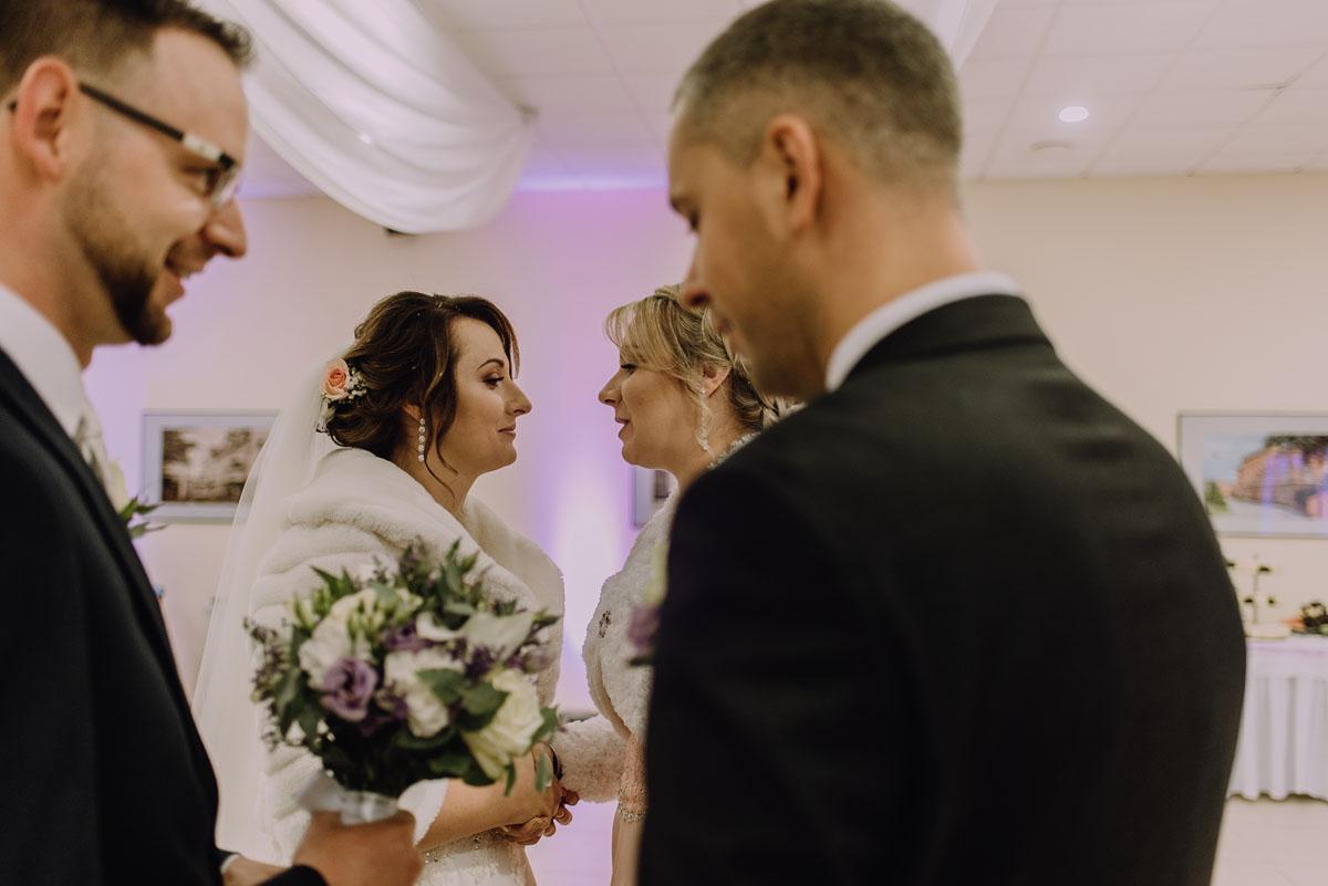 Reportaz-slubny-Laskowice-slub-parafia-Niepokalanego-Serca-NMP-Hotel-Vistula-Swiecie-Swietliste-fotografujemy-emocje-Kasia-Blazej-082