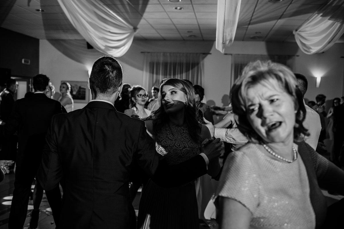 Reportaz-slubny-Laskowice-slub-parafia-Niepokalanego-Serca-NMP-Hotel-Vistula-Swiecie-Swietliste-fotografujemy-emocje-Kasia-Blazej-093