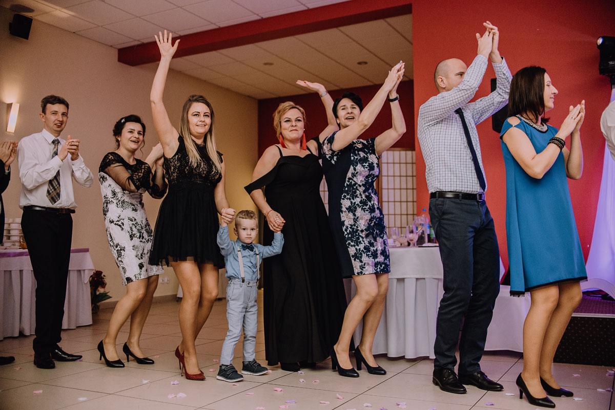 Reportaz-slubny-Laskowice-slub-parafia-Niepokalanego-Serca-NMP-Hotel-Vistula-Swiecie-Swietliste-fotografujemy-emocje-Kasia-Blazej-109