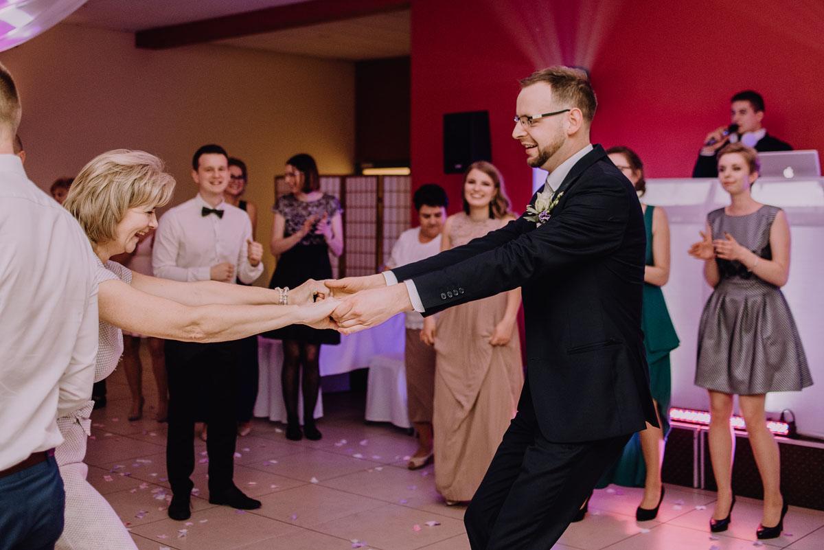 Reportaz-slubny-Laskowice-slub-parafia-Niepokalanego-Serca-NMP-Hotel-Vistula-Swiecie-Swietliste-fotografujemy-emocje-Kasia-Blazej-113
