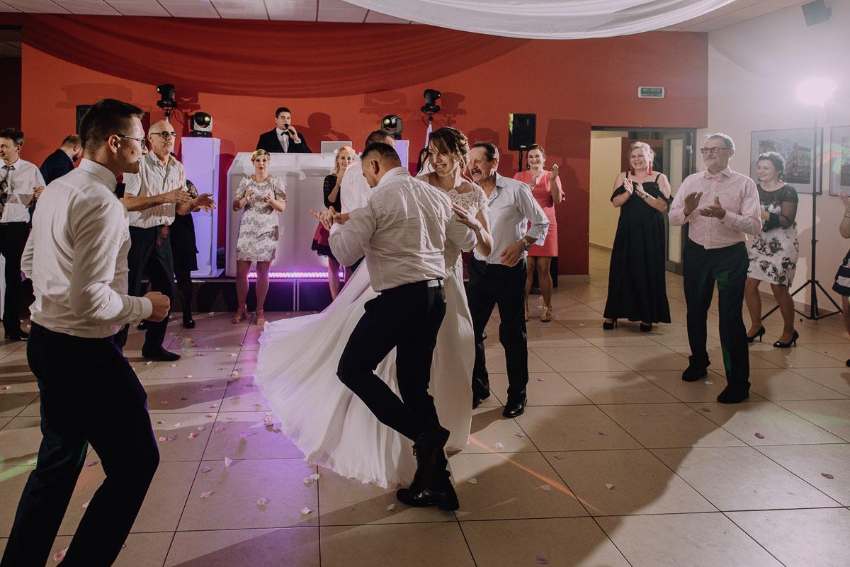 Reportaz-slubny-Laskowice-slub-parafia-Niepokalanego-Serca-NMP-Hotel-Vistula-Swiecie-Swietliste-fotografujemy-emocje-Kasia-Blazej-123