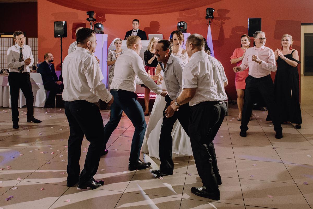 Reportaz-slubny-Laskowice-slub-parafia-Niepokalanego-Serca-NMP-Hotel-Vistula-Swiecie-Swietliste-fotografujemy-emocje-Kasia-Blazej-124