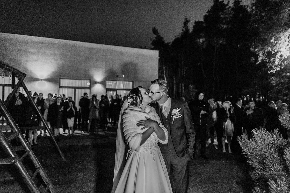 Reportaz-slubny-Laskowice-slub-parafia-Niepokalanego-Serca-NMP-Hotel-Vistula-Swiecie-Swietliste-fotografujemy-emocje-Kasia-Blazej-133