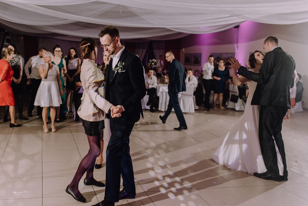 Reportaz-slubny-Laskowice-slub-parafia-Niepokalanego-Serca-NMP-Hotel-Vistula-Swiecie-Swietliste-fotografujemy-emocje-Kasia-Blazej-171