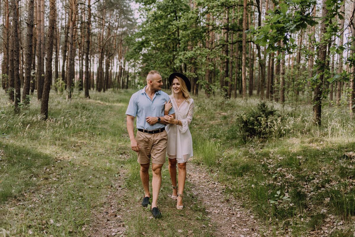naturalna-sesja-narzeczenska-Swietliste-fotografujemy-emocje-Oliwia-Maciej-021