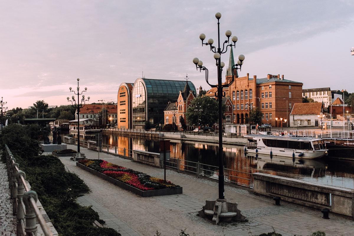sesja-miejska-urban-lifestyle-Jatki6-Karafka-Wyspa-Mlynska-Stary-Rynek-Bydgoszcz-Angelika-Patryk-004