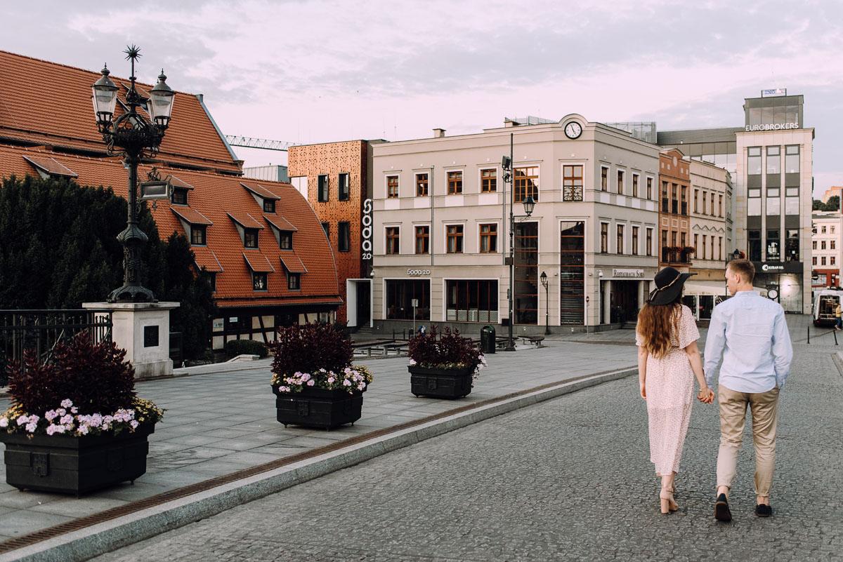 sesja-miejska-urban-lifestyle-Jatki6-Karafka-Wyspa-Mlynska-Stary-Rynek-Bydgoszcz-Angelika-Patryk-016