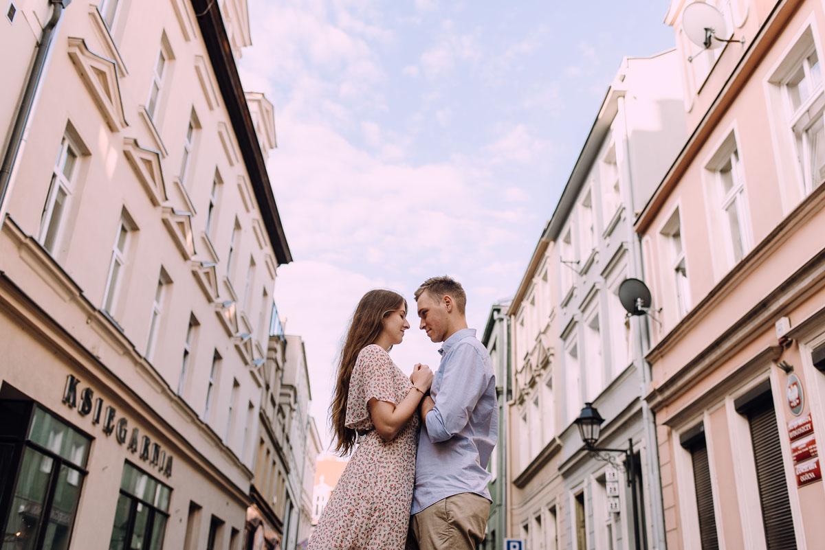sesja-miejska-urban-lifestyle-Jatki6-Karafka-Wyspa-Mlynska-Stary-Rynek-Bydgoszcz-Angelika-Patryk-054