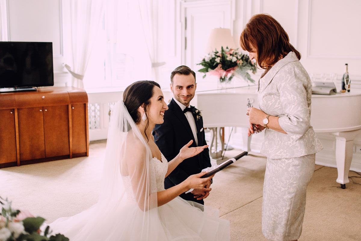 reportaz-slubny-Hotel-pod-Orlem-slub-kosciol-sw-Trojcy-Bydgoszcz-wesele-sala-bankietowa-Stary-Mlyn-Wierzchucice-Paulina-Pawel-044