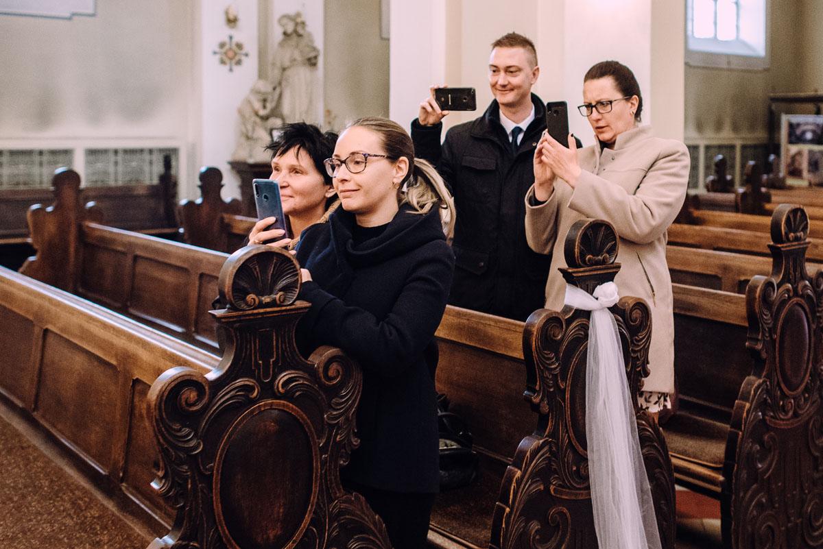 reportaz-slubny-Hotel-pod-Orlem-slub-kosciol-sw-Trojcy-Bydgoszcz-wesele-sala-bankietowa-Stary-Mlyn-Wierzchucice-Paulina-Pawel-105