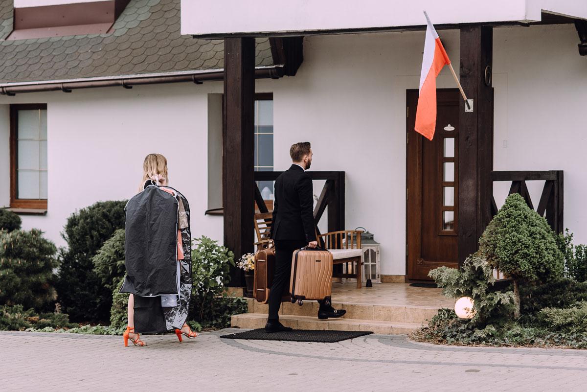 reportaz-slubny-Hotel-pod-Orlem-slub-kosciol-sw-Trojcy-Bydgoszcz-wesele-sala-bankietowa-Stary-Mlyn-Wierzchucice-Paulina-Pawel-111