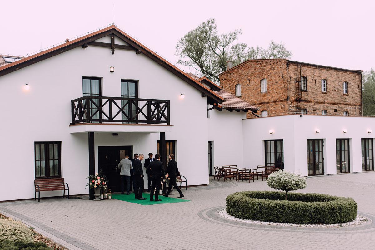reportaz-slubny-Hotel-pod-Orlem-slub-kosciol-sw-Trojcy-Bydgoszcz-wesele-sala-bankietowa-Stary-Mlyn-Wierzchucice-Paulina-Pawel-112