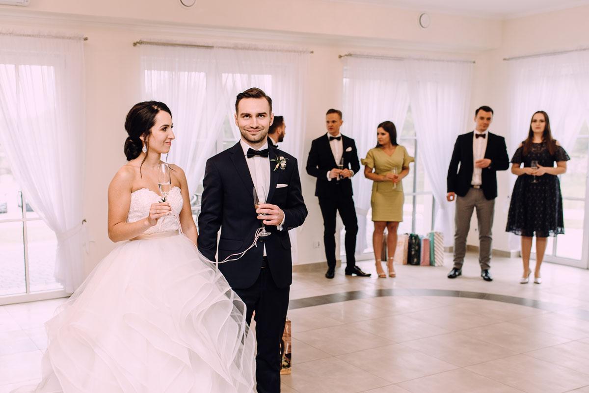 reportaz-slubny-Hotel-pod-Orlem-slub-kosciol-sw-Trojcy-Bydgoszcz-wesele-sala-bankietowa-Stary-Mlyn-Wierzchucice-Paulina-Pawel-134