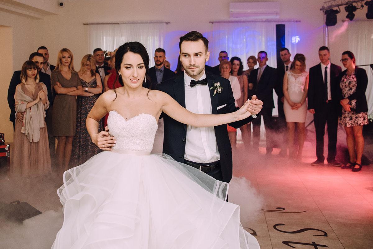 reportaz-slubny-Hotel-pod-Orlem-slub-kosciol-sw-Trojcy-Bydgoszcz-wesele-sala-bankietowa-Stary-Mlyn-Wierzchucice-Paulina-Pawel-140