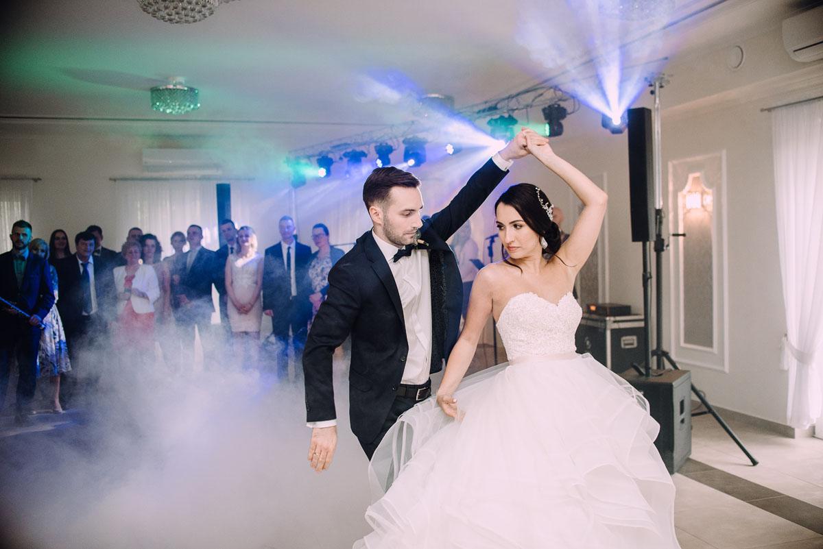 reportaz-slubny-Hotel-pod-Orlem-slub-kosciol-sw-Trojcy-Bydgoszcz-wesele-sala-bankietowa-Stary-Mlyn-Wierzchucice-Paulina-Pawel-141