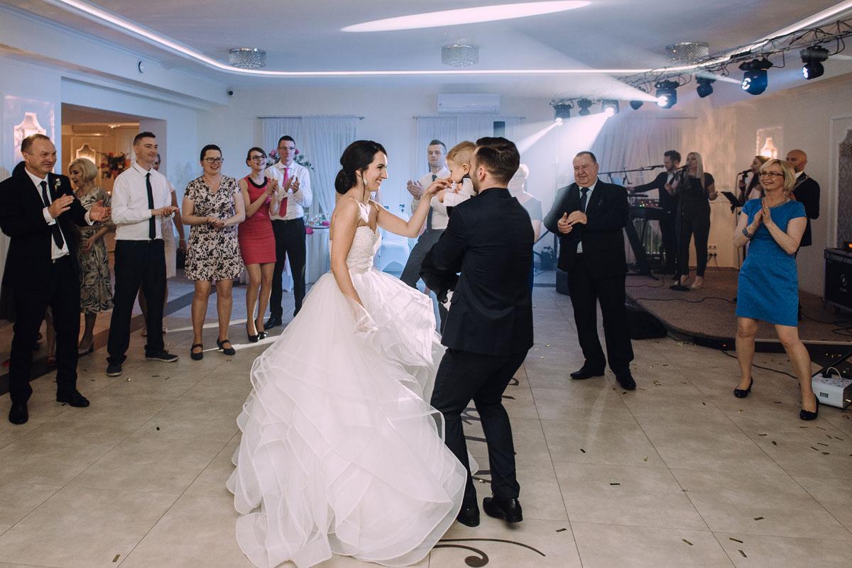 reportaz-slubny-Hotel-pod-Orlem-slub-kosciol-sw-Trojcy-Bydgoszcz-wesele-sala-bankietowa-Stary-Mlyn-Wierzchucice-Paulina-Pawel-168