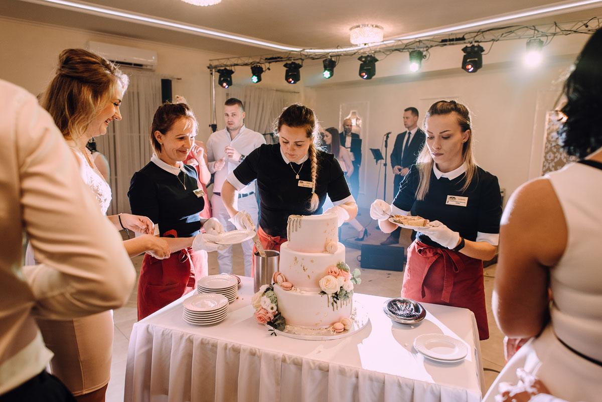 reportaz-slubny-Hotel-pod-Orlem-slub-kosciol-sw-Trojcy-Bydgoszcz-wesele-sala-bankietowa-Stary-Mlyn-Wierzchucice-Paulina-Pawel-199