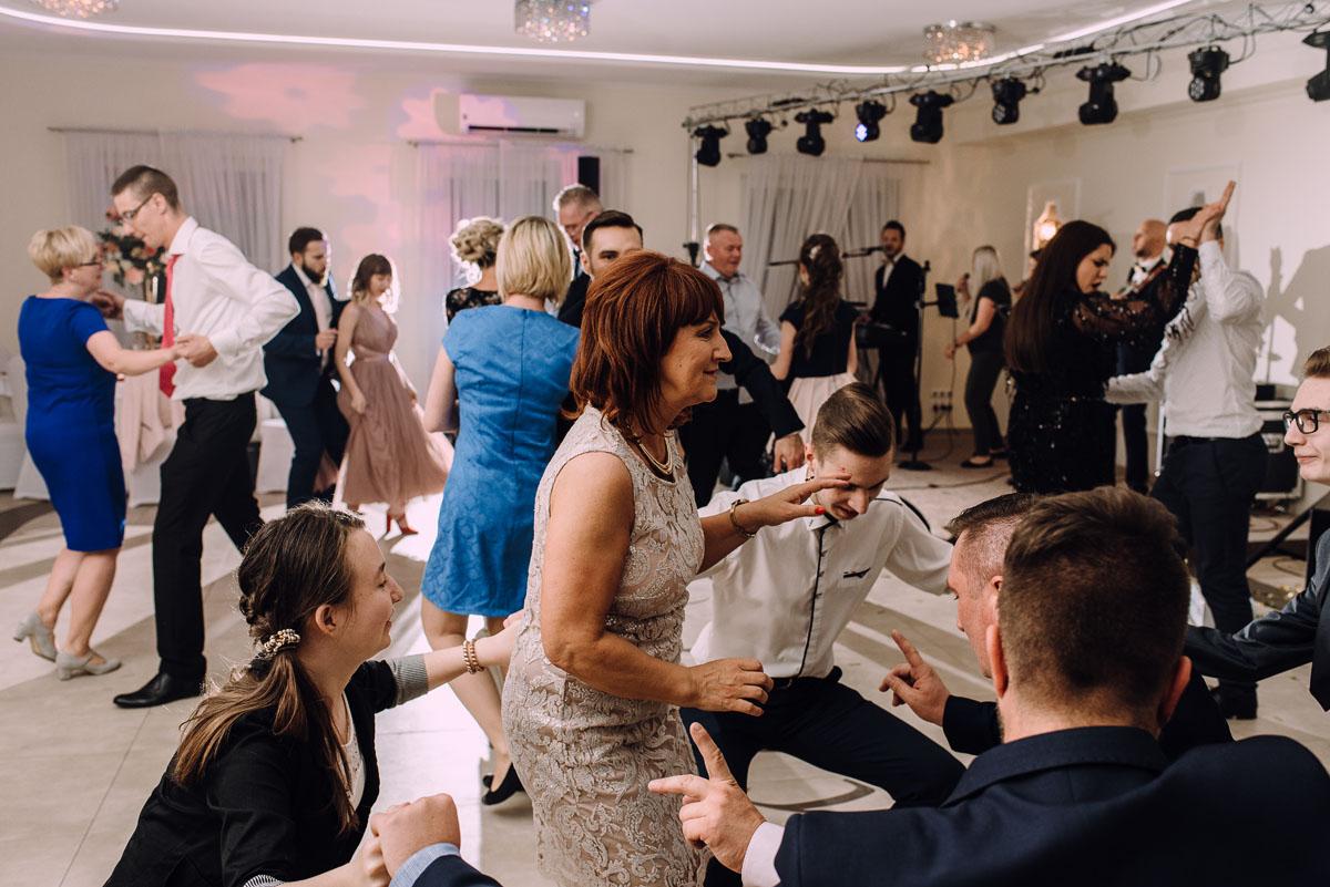 reportaz-slubny-Hotel-pod-Orlem-slub-kosciol-sw-Trojcy-Bydgoszcz-wesele-sala-bankietowa-Stary-Mlyn-Wierzchucice-Paulina-Pawel-221