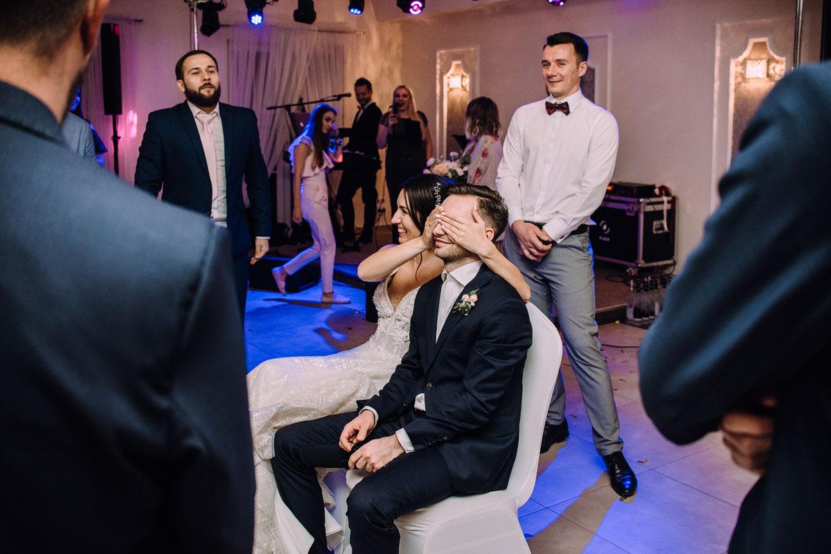 reportaz-slubny-Hotel-pod-Orlem-slub-kosciol-sw-Trojcy-Bydgoszcz-wesele-sala-bankietowa-Stary-Mlyn-Wierzchucice-Paulina-Pawel-228