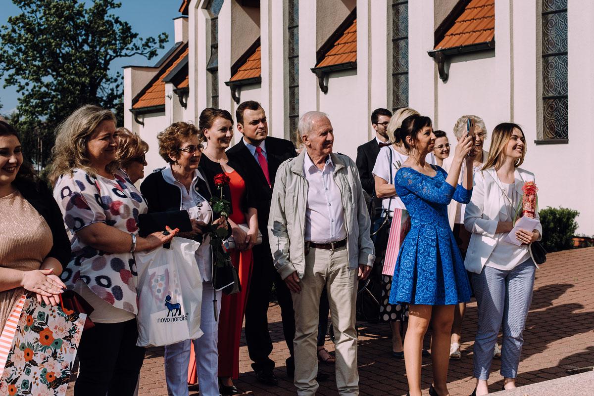 reportaz-slubny-Gosia-Lukasz-slub-kosciol-NMP-Wspomozycielki-Wiernych-Niemcz-wesele-Restauracja-3V6-City-Hotel-Bydgoszcz-100