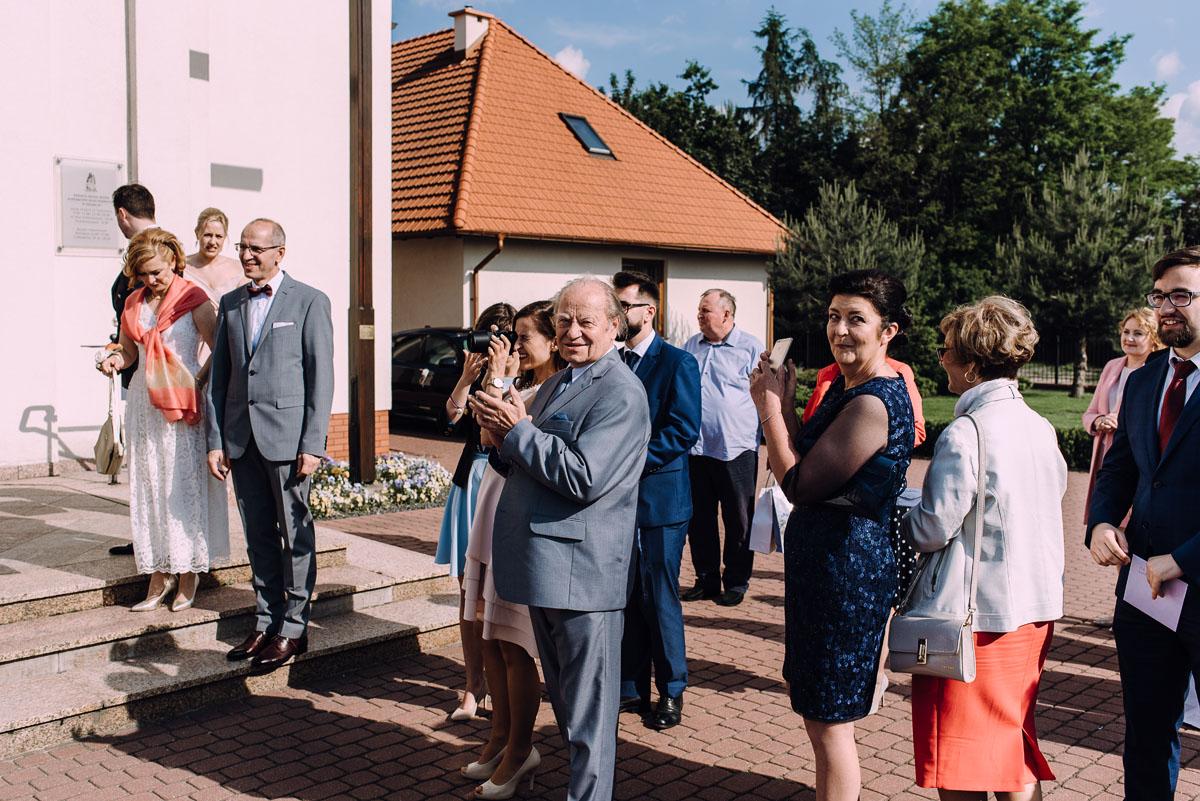reportaz-slubny-Gosia-Lukasz-slub-kosciol-NMP-Wspomozycielki-Wiernych-Niemcz-wesele-Restauracja-3V6-City-Hotel-Bydgoszcz-101