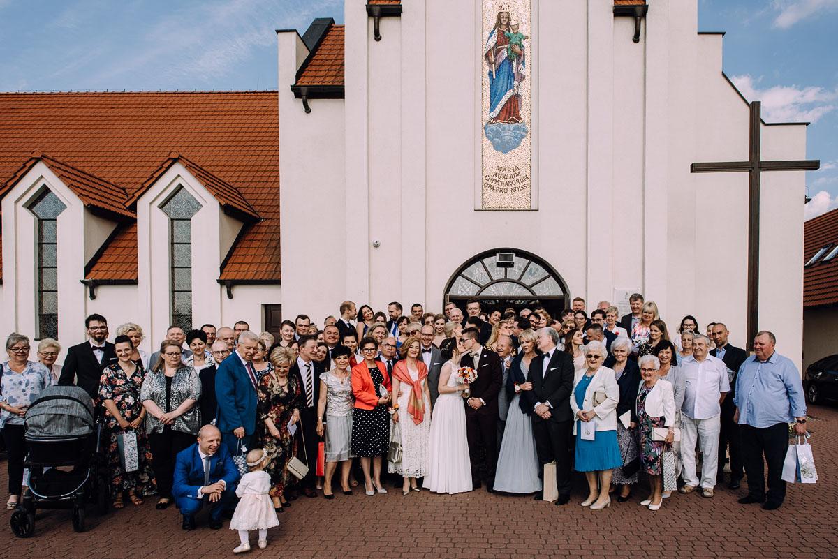reportaz-slubny-Gosia-Lukasz-slub-kosciol-NMP-Wspomozycielki-Wiernych-Niemcz-wesele-Restauracja-3V6-City-Hotel-Bydgoszcz-103
