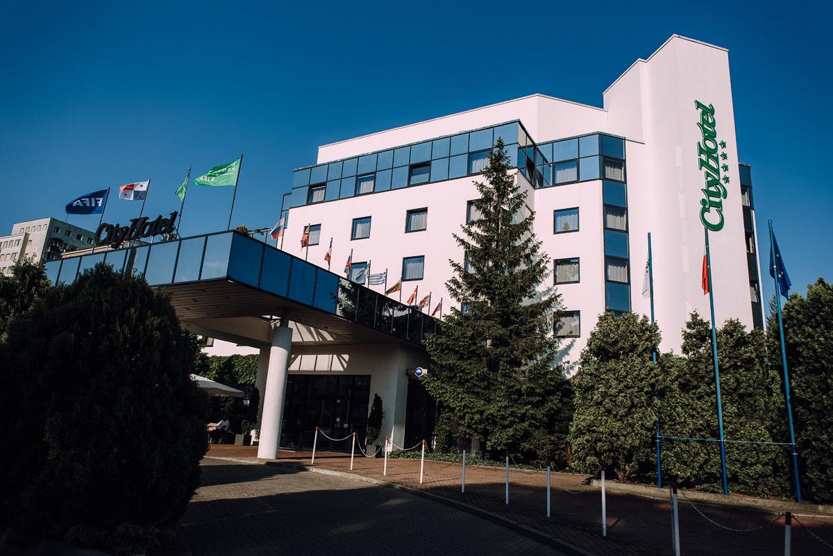reportaz-slubny-Gosia-Lukasz-slub-kosciol-NMP-Wspomozycielki-Wiernych-Niemcz-wesele-Restauracja-3V6-City-Hotel-Bydgoszcz-160