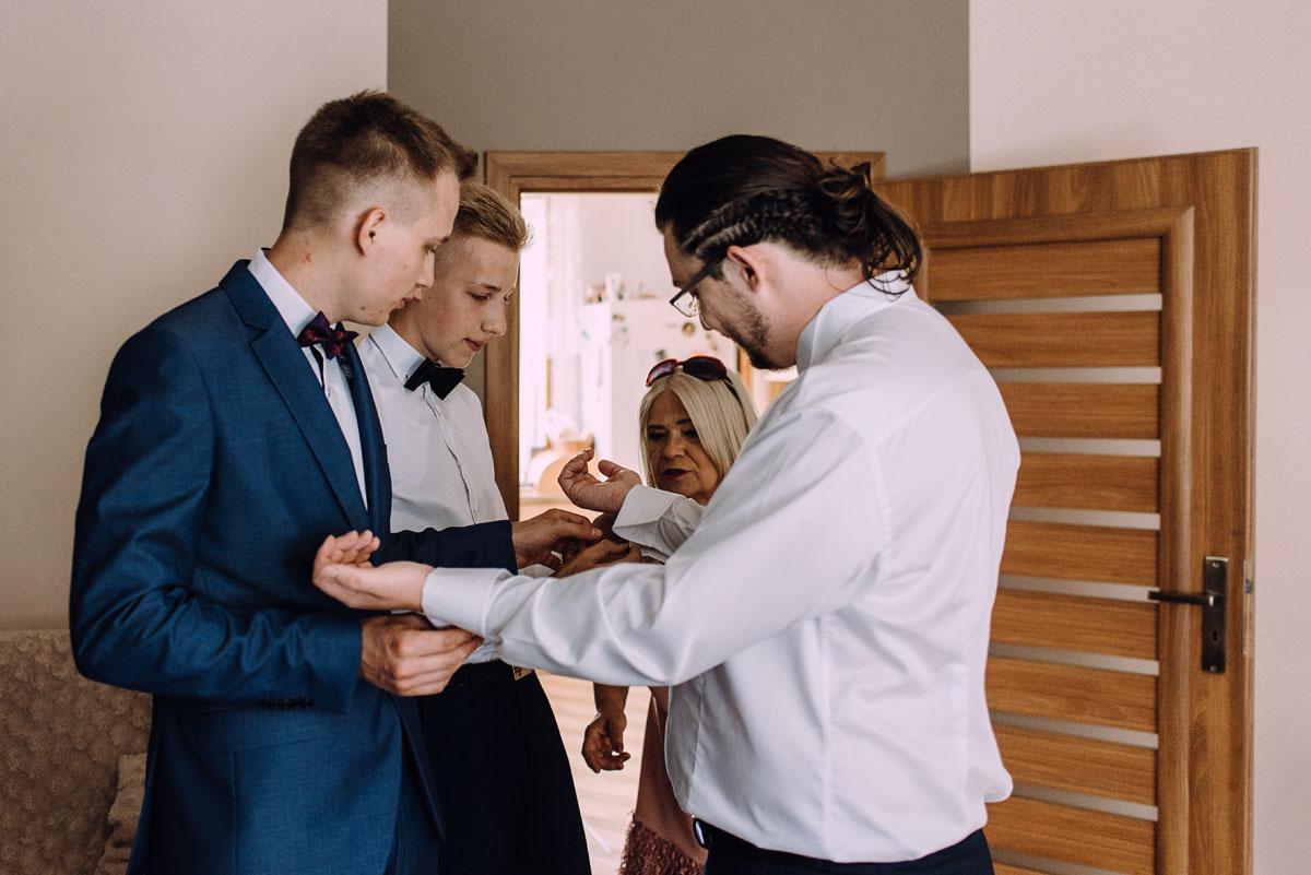 slub-drewniany-kosciol-sw-Barbary-Rechta-Sukowy-wesele-Jasminowy-Gaj-Inowroclaw-Aleksandra-Bartosz-034