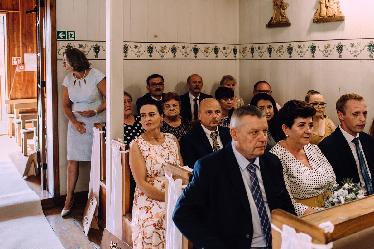 slub-drewniany-kosciol-sw-Barbary-Rechta-Sukowy-wesele-Jasminowy-Gaj-Inowroclaw-Aleksandra-Bartosz-064