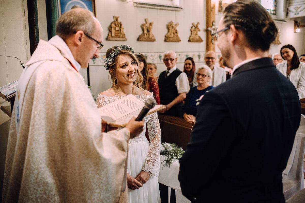 slub-drewniany-kosciol-sw-Barbary-Rechta-Sukowy-wesele-Jasminowy-Gaj-Inowroclaw-Aleksandra-Bartosz-080
