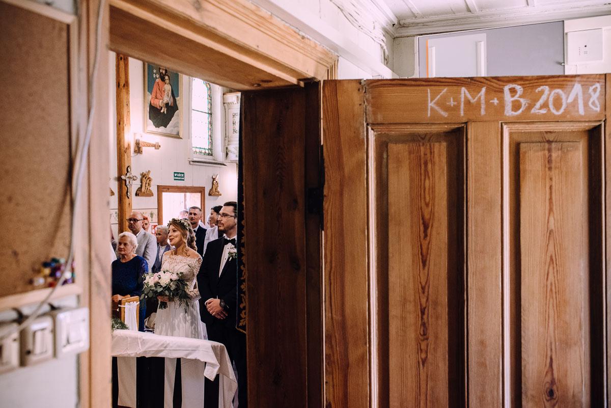 slub-drewniany-kosciol-sw-Barbary-Rechta-Sukowy-wesele-Jasminowy-Gaj-Inowroclaw-Aleksandra-Bartosz-092