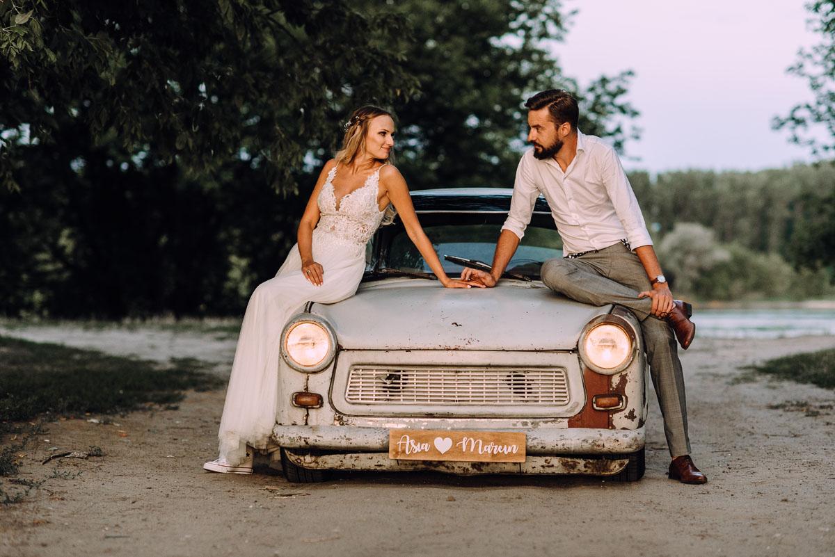naturalna-stylowa-sesja-slubna-las-trabant-601-rat-rod-style-Asia-Marcin-020