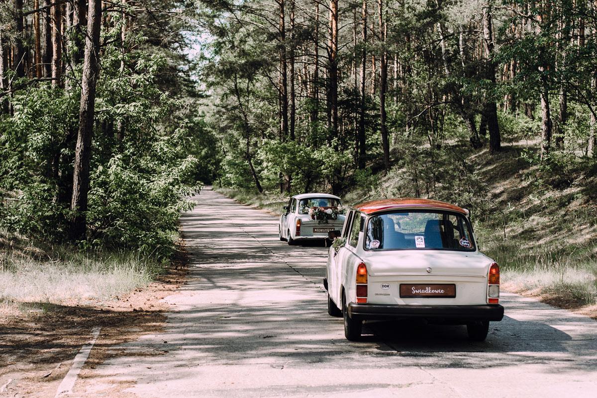 stylowy-slub-trabant-601-rat-style-slub-parafia-wojskowa-NMP-Krolowej-Pokoju-wesele-dwor-Hulanka-Bydgoszcz-Asia-Marcin-064