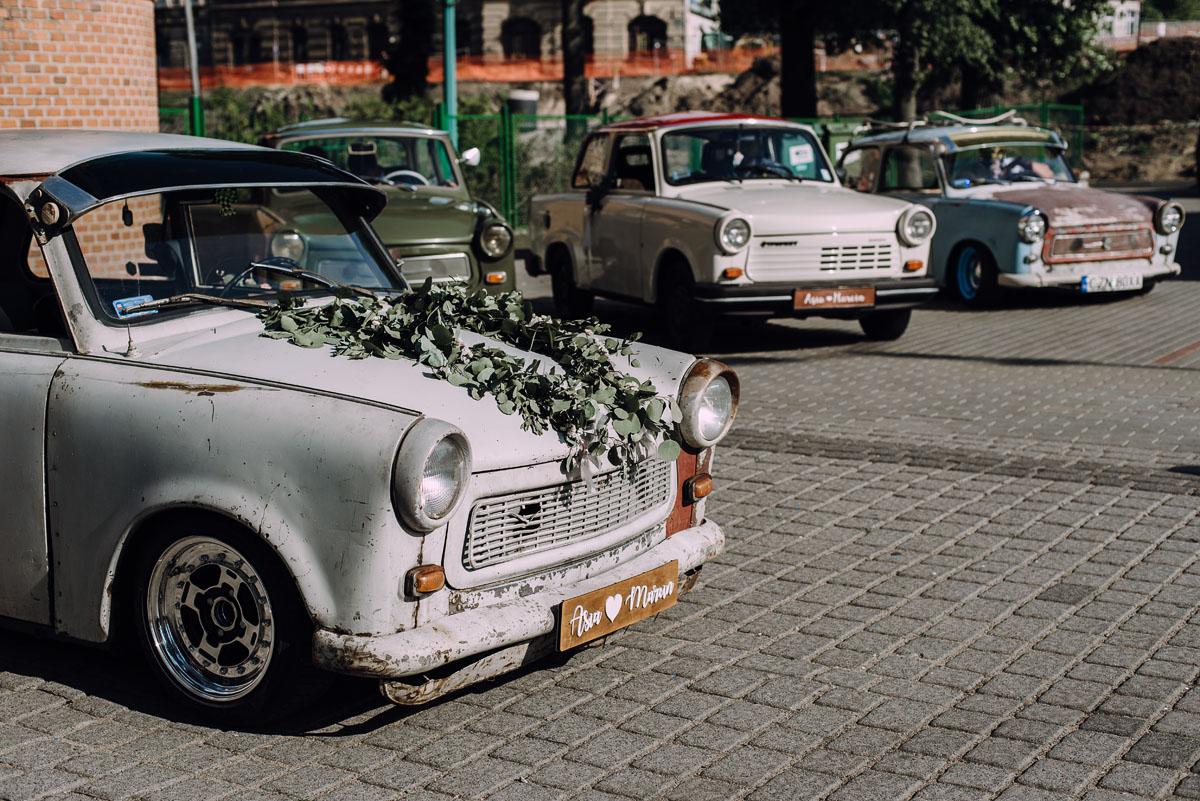 stylowy-slub-trabant-601-rat-style-slub-parafia-wojskowa-NMP-Krolowej-Pokoju-wesele-dwor-Hulanka-Bydgoszcz-Asia-Marcin-138