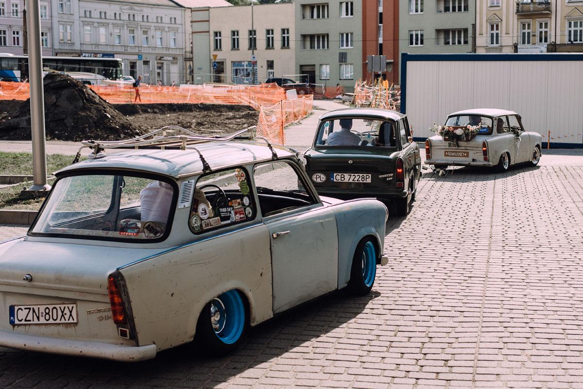 stylowy-slub-trabant-601-rat-style-slub-parafia-wojskowa-NMP-Krolowej-Pokoju-wesele-dwor-Hulanka-Bydgoszcz-Asia-Marcin-157
