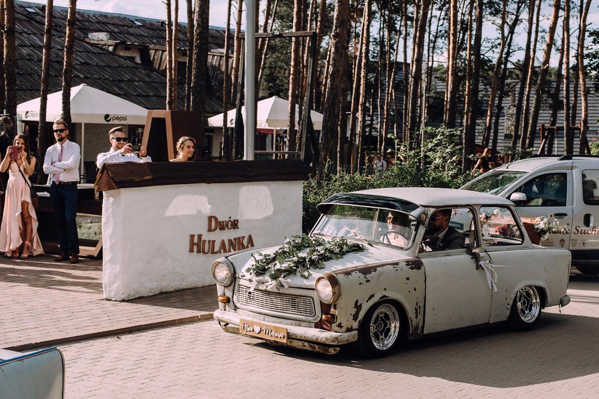 stylowy-slub-trabant-601-rat-style-slub-parafia-wojskowa-NMP-Krolowej-Pokoju-wesele-dwor-Hulanka-Bydgoszcz-Asia-Marcin-164