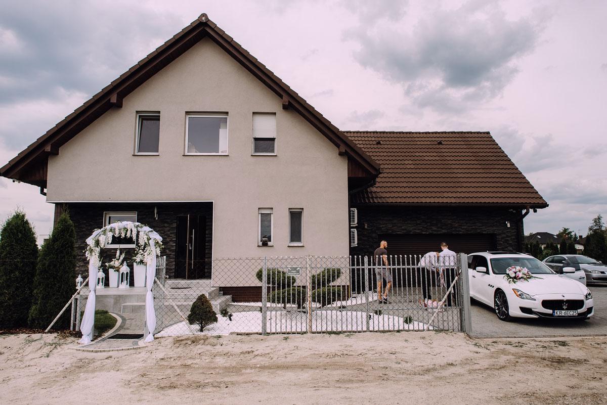pastelowy-reportaz-slubny-slub-kosciol-sw-Antoniego-z-Padwy-Bydgoszcz-wesele-pod-namiotem-Hotel-Palac-Myslecinek-Oliwia-Maciej-002