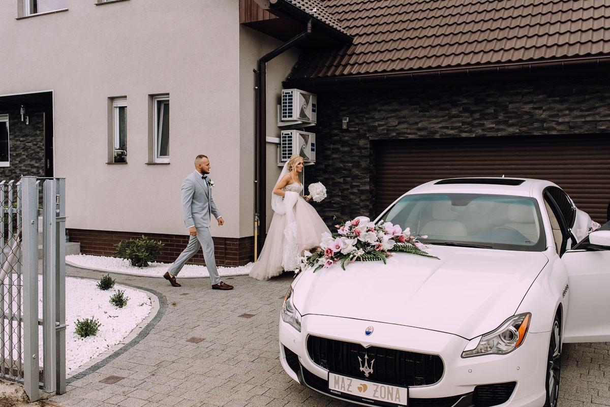 pastelowy-reportaz-slubny-slub-kosciol-sw-Antoniego-z-Padwy-Bydgoszcz-wesele-pod-namiotem-Hotel-Palac-Myslecinek-Oliwia-Maciej-064