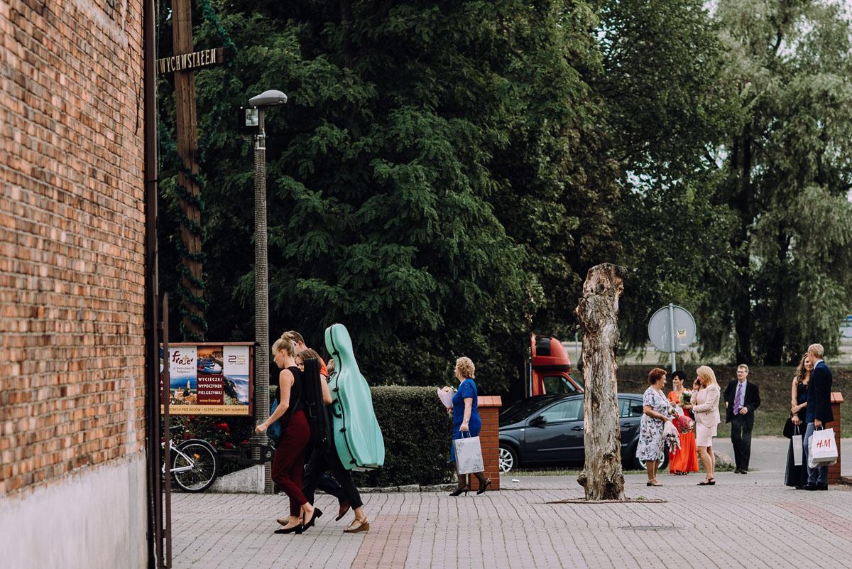 pastelowy-reportaz-slubny-slub-kosciol-sw-Antoniego-z-Padwy-Bydgoszcz-wesele-pod-namiotem-Hotel-Palac-Myslecinek-Oliwia-Maciej-067