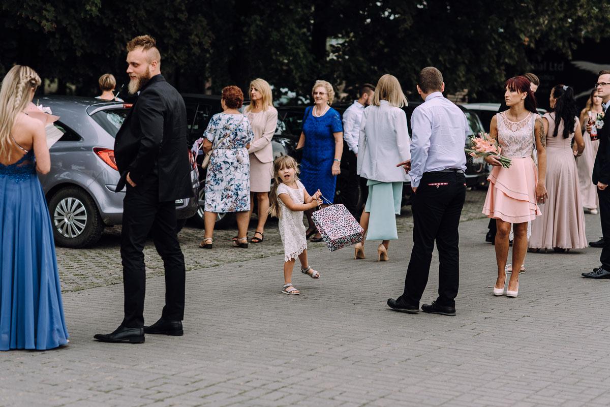 pastelowy-reportaz-slubny-slub-kosciol-sw-Antoniego-z-Padwy-Bydgoszcz-wesele-pod-namiotem-Hotel-Palac-Myslecinek-Oliwia-Maciej-069