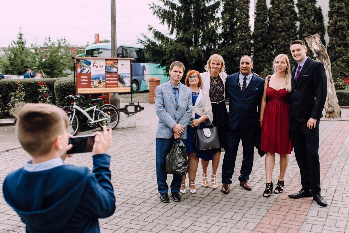 pastelowy-reportaz-slubny-slub-kosciol-sw-Antoniego-z-Padwy-Bydgoszcz-wesele-pod-namiotem-Hotel-Palac-Myslecinek-Oliwia-Maciej-135