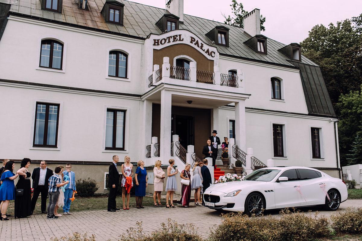 pastelowy-reportaz-slubny-slub-kosciol-sw-Antoniego-z-Padwy-Bydgoszcz-wesele-pod-namiotem-Hotel-Palac-Myslecinek-Oliwia-Maciej-139