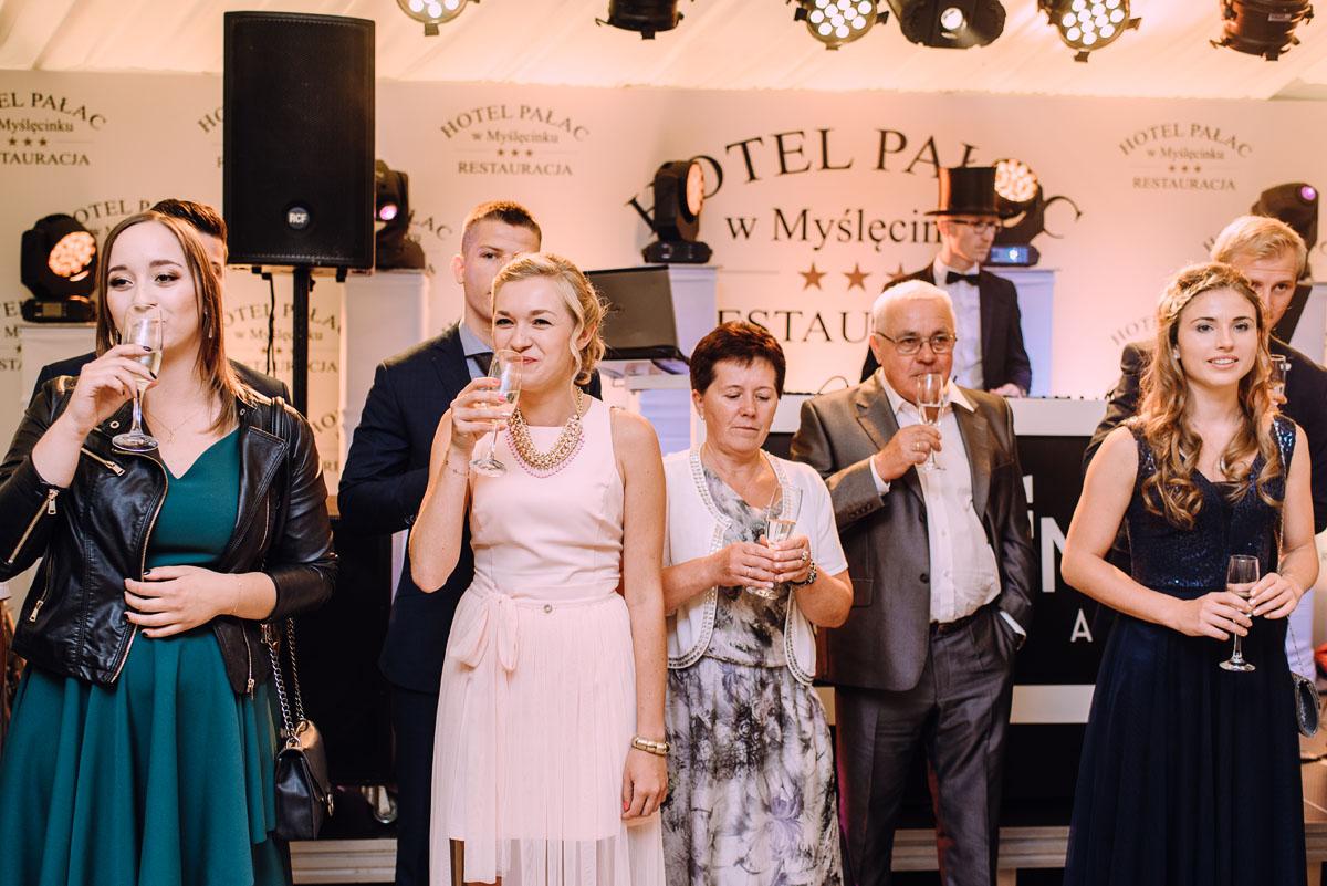 pastelowy-reportaz-slubny-slub-kosciol-sw-Antoniego-z-Padwy-Bydgoszcz-wesele-pod-namiotem-Hotel-Palac-Myslecinek-Oliwia-Maciej-150