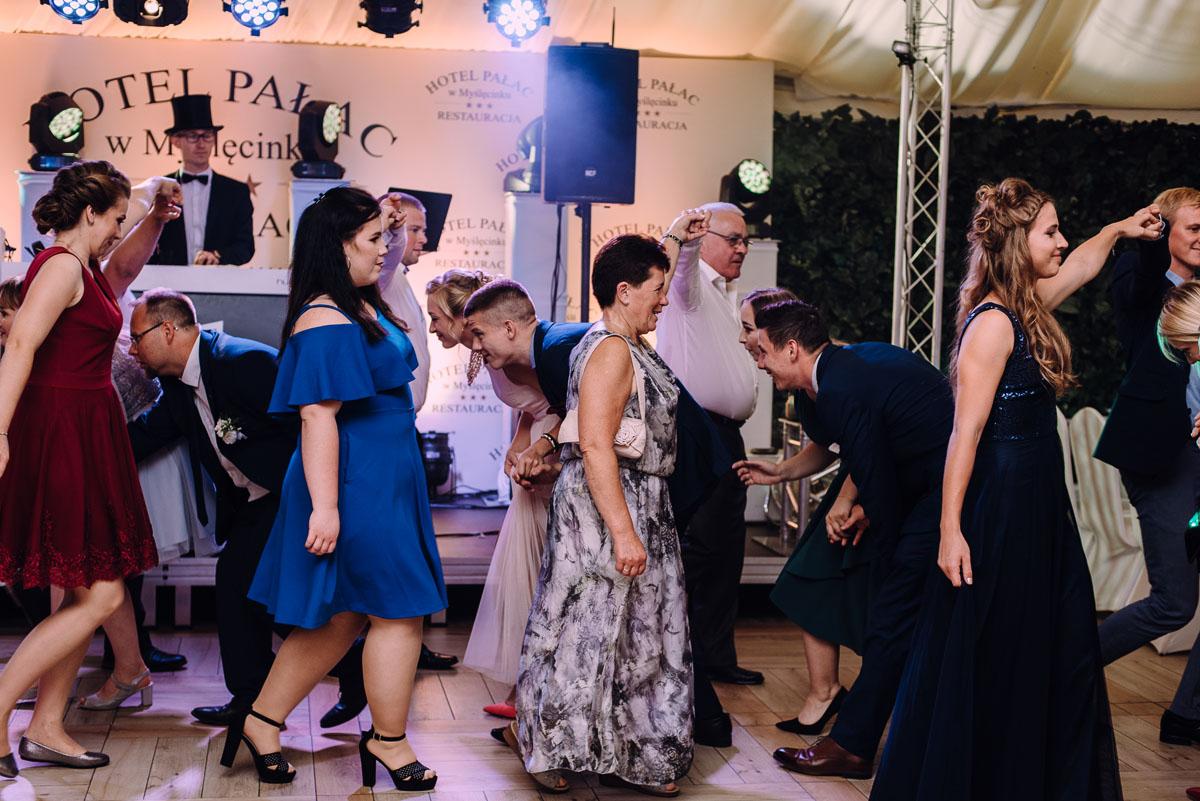 pastelowy-reportaz-slubny-slub-kosciol-sw-Antoniego-z-Padwy-Bydgoszcz-wesele-pod-namiotem-Hotel-Palac-Myslecinek-Oliwia-Maciej-168