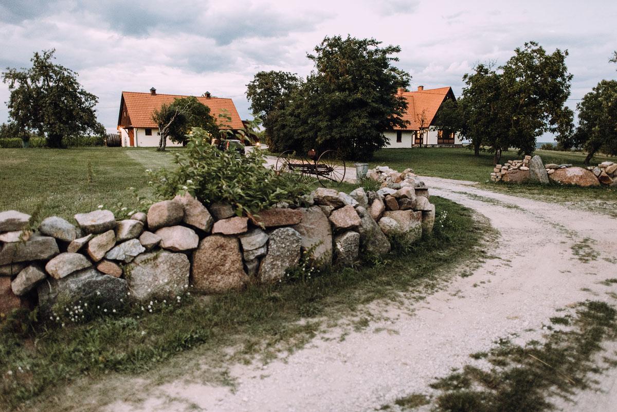 sesja-slubna-w-winnicy-pradolina-Dolnej-Wisly-Winnica-przy-Talerzyku-Topolno-Asia-Marek-055