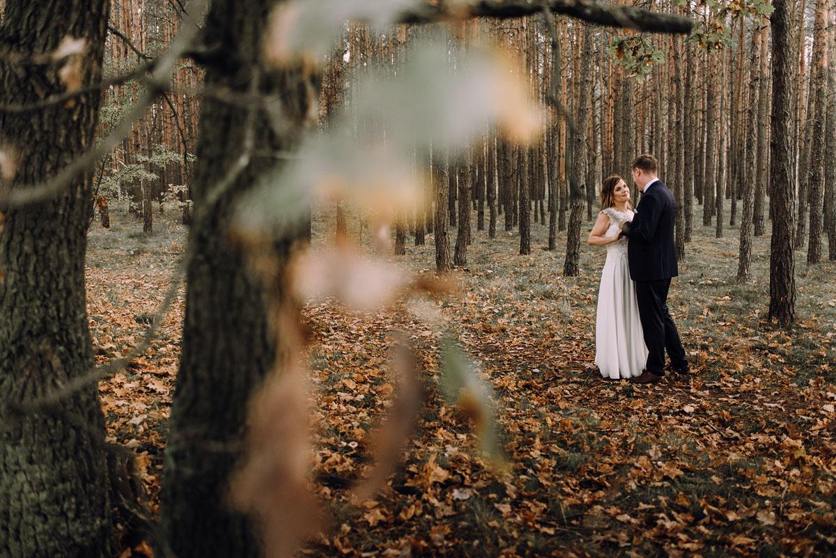 fotografujemy-emocje-lesna-sesja-slubna-Sylwia-Hubert-027